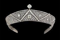 カルティエ、1,218個のダイヤモンドが輝く100年前の「オリエンタル ティアラ」を銀座で展示 | ニュース - ファッションプレス