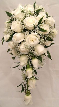 resource_show.php × - Gute Ideen Beautiful example of a cascade bouquet. I love this shape for my bridal bouquet Mom likes this but with alittle more green! The wedding cake is the center of your wedding's decor. Cascading Wedding Bouquets, Rose Bridal Bouquet, Cascade Bouquet, Wedding Flower Arrangements, Bride Bouquets, Bridal Flowers, Flower Bouquets, White Roses Bouquet Wedding, Bouquet Of Roses