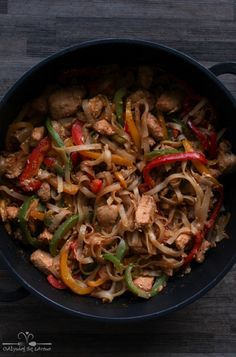 Pad Thai z kurczakiem i papryką Asian Recipes, Healthy Recipes, Ethnic Recipes, Japchae, No Bake Cake, Catering, Pork, Food And Drink, Gluten Free