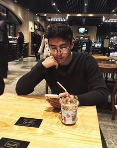 Christian Yu is such a boyfriend material Cute Asian Guys, Cute Korean Boys, Asian Boys, Cute Guys, Hot Asian Men, Korean Boys Ulzzang, Ulzzang Boy, Ulzzang Couple, Cute White Boys