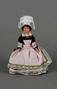 les poupées de collection des régions françaises ou pays étrangers. Mes parents & amis m'en ramenaient de chaque voyage