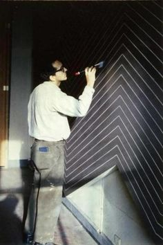 frank Stella - Born 1936. American. Painting, Printmaking, Sculpture, Architecture. Modernism, Minimal Art, Abstract Expressionism, Hard Edged and Shaped canvas painting, Lyrical abstractionism.