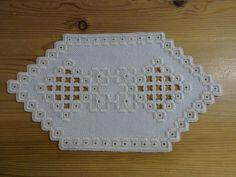 Leinen-Deckchen, creme, 6-eckig, 12,5 x 23 cm, Stickerei, Hardanger-Handarbeit