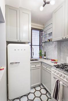 Globerson added a 1950s stove by O'Keefe & Merritt and a vintage-style fridge by Smeg to the apartment's petite kitchen.