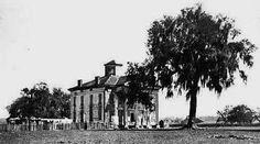 Abandoned Plantations, Louisiana Plantations, Architecture Old, Architecture Details, Abandoned Houses, Old Houses, Antebellum Homes, Plantation Homes, Historic Homes