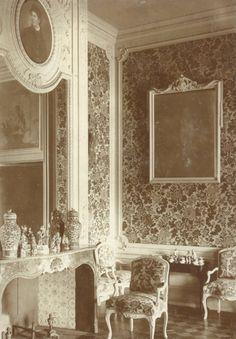 Allatzkiwwi in Kirchspiel Koddafer, Kreis Dorpat (Alatskivi mõis), ca 1910 Manor Houses, Country Estate, Villas, Bathroom Lighting, Oversized Mirror, Mansions, Home Decor, Bathroom Light Fittings, Bathroom Vanity Lighting