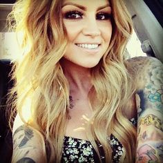 This girl is so gorgeous! From her makeup to her hair and she's #tatted up. I have a girl crush lol