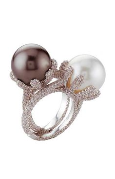 Perle | Digo Valenza #Rings #Jewelry #custom #PearlRings | For more beautiful rings see: http://www.ringsoftheworld.com