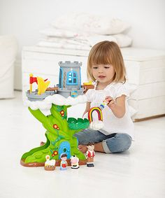 Little ones will enjoy recreating the story of Jack and the Beanstalk with the fun Happyland set which comes complete with favourite characters from the story and lots of sound effects.
