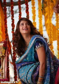 Bollywood Cinema, Bollywood Photos, Telugu Cinema, Hindi Actress, Bollywood Actress, Function Dresses, Bollywood Movie Reviews, Shruti Hassan, South Actress