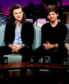 "Harry and Louis ""thank you"" hands. THE MIRRORING AT THE END. 2015."