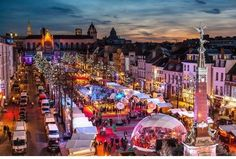 The Christmas market and its greatest locations in Europe to not be missed ~ Travel Guide Days Till Christmas, Old Christmas, Magical Christmas, Best European Christmas Markets, Christmas Markets Europe, Aachen Cathedral, Place Rouge, Stations De Ski, Station Balnéaire