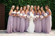 Inspiração para um casamento em lilás. #casamento #inspiracao #lilas #vestidos #madrinhas #damasdehonor #noiva