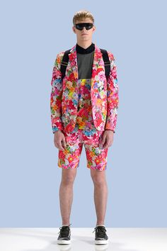 #print# The flowar pattern gives people a kind of playboy,but this set of clothes give people more energy. It use pink as the basic color and with the flower design complement each other.