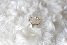 6mmコットンパールの指輪です。サイズ調節が可能なリングですのでいろいろな指につけていただけます。<サイズ>フリー、コットンパール6mm<素材>合金、コットン...|ハンドメイド、手作り、手仕事品の通販・販売・購入ならCreema。