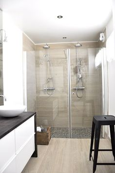 Never thought of installing the shower heads side by side. Modern Bathroom, Small Bathroom, Double Shower, Large Shower, Relaxing Bathroom, Dream Bath, Bathroom Renos, Bathrooms, Bathroom Inspiration