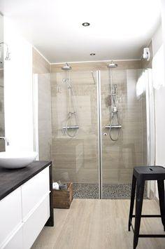 Liker løsningen under vasken og atmosfæren i dusjen