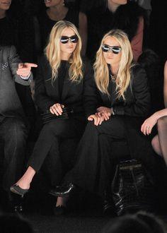 Mary- Kate Olsen y Ashley Olsen Mary Kate Ashley, Ashley Olsen Style, Olsen Twins Style, Rock Chic, All Black Suit, Olsen Sister, Grunge, Rocker, New York Fashion