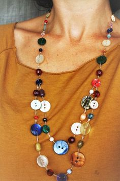 bijoux en boutons Necklace with recycled buttons and multicolored beads: Necklace by lapetitechoppe-bijoux I Love Jewelry, Jewelry Design, Jewelry Making, Making Bracelets, Button Art, Button Crafts, Beaded Jewelry, Jewelry Necklaces, Beaded Bracelets