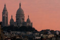 The basilica of the Sacré-Cœur in Paris is built of travertine stone quarried in Château-Landon. This stone constantly exudes calcite, which ensures that the basilica remains white even with weathering and pollution. // PHOTO BY JACQUES BRAVO
