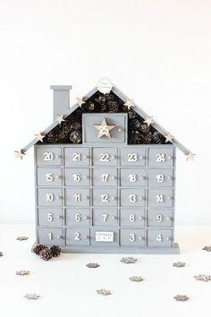 DIY: ADVENT CALENDAR. Calander Diy, Advent Calander, Diy Advent Calendar, Wooden House Advent Calendar, Advent House, Diy Christmas Ornaments, Christmas Art, Christmas Decorations, Christmas 2019