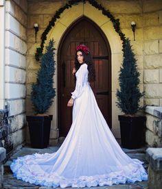 flowercrown, rose flower crown  Instagram: crownofeden Photography: Melody Davis Cellphone Wallpaper, Flower Crown, Wedding Dresses, Rose, Flowers, Photography, Instagram, Fashion, Crown Flower