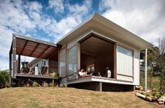 la manera en que se integran casa y jardín... ventanas... terrazas