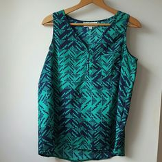 Flow oversized tank! Like new! Navy and green tank by Olive & Oak. Worn once, perfect condition Olive & Oak Tops Tank Tops