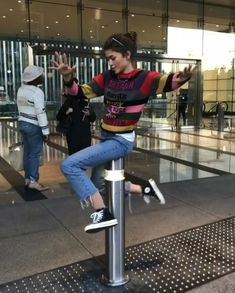 'friends' outfits women can totally crazy today 51 Outfits With Converse, Casual Outfits, Cute Outfits, Fashion Outfits, Runway Fashion, Trendy Fashion, Summer Outfits, Model Tips, Zendaya Style
