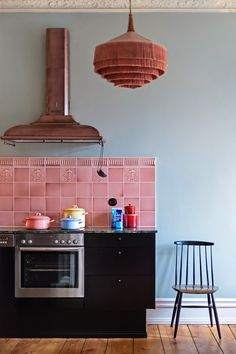 Those embossed tiles, and the range hood with the hangers Emily Henderson Trends 2018 Modern Victorian 35 Modern Victorian, Victorian Homes, Victorian Kitchen, Home Interior, Interior Design Kitchen, Layout Design, Unique Lighting, Lighting Ideas, Track Lighting