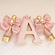 Nenhuma descrição de foto disponível. Ballerina Party Decorations, Glamour Party, Apple Art, Packing Boxes, Resin Table, Candy Apples, Pink Christmas, Princess Birthday, Baby Party