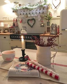 Rumour has it . it's December ❤️❤️morning Everyone Cottage Christmas, Shabby Chic Christmas, Country Christmas, Christmas Home, Deco Retro, Deco Nature, Christmas Interiors, Cottage Kitchens, Country Kitchens