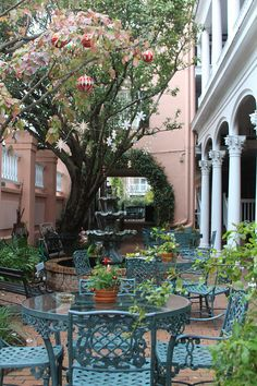 Meeting Street Inn courtyard, Charleston, SC