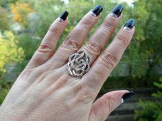 """perekusik: - Кольцо """"Роза"""".  Хочу поделиться фотографиями кольца Роза. Это кольцо я не покупала в Оринго. Но из-за того, что прожужжала все уши родным и знакомым про этот замечательный сайт, получила его в подарок на день рождения ..."""
