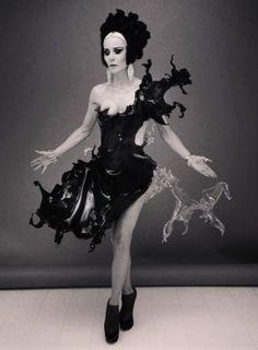 iris van herpen| Water-dress shooting with Nick Knight and Daphne Guinness