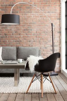There are various ways to use brick walls in decor, lots of ideas to cover and accentuate them. Let's see how to rock a brick wall in the interior. Brick Interior, Interior Walls, Interior Design, Interior Office, Brick Accent Walls, Exposed Brick Walls, Home Living Room, Apartment Living, Living Room Brick Wall
