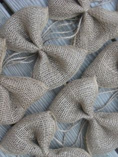 Burlap Bows- This looks pretty easy to recreate with Burlap ribbon!