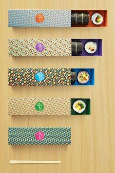 Ces sushis proviennent du magasin de sushis sur-mesure MakiSan à Singapour.  Ce packaging à un impact grâce à sa forme (simple et épurée), ses couleurs (diverses selon les boites, vives).  De plus, c'est un appel à la gourmandise et à la polysensorialité. La possibilité de fabriquer ses sushis de A à Z et le packaging très attrayant en font un élément marketing très fort. Plusieurs sens sont éveillés pour ce produit et ce packaging, comme la vue, l'odorat, le touché et le goût.