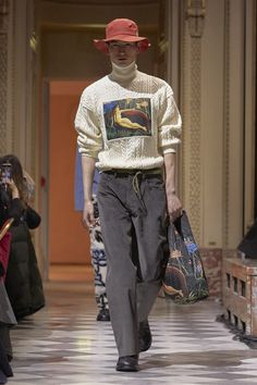 Kenzo La Collection Memento Fall 2018 Ready-to-Wear Fashion Show Collection: See the complete Kenzo La Collection Memento Fall 2018 Ready-to-Wear collection. Look 25 Men's Fashion, Mens Fashion 2018, Autumn Fashion 2018, Unisex Fashion, Paris Fashion, Fashion Ideas, La Mode Masculine, Moda Paris, Vogue Russia