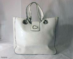 Valkoinen Guess-laukku / White Guess purse