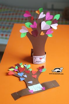 heart tree hand print craft for kids, DIY paper heart tree Valentine's Day project easy for kids and toddlers