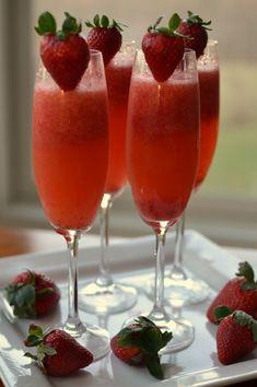 Brunch Menu Ideas - ThirtySomethingSuperMom Brunch Drinks, Champagne Brunch, Yummy Drinks, Brunch Food, Birthday Brunch, Brunch Party, Easter Brunch, Easy Brunch Menu, Birthday Menu