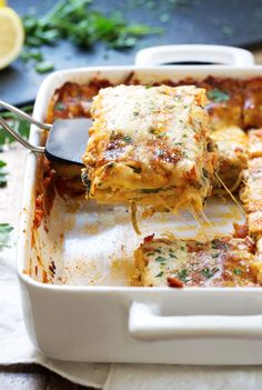 Creamy Tomato Lasagna Florentine - layers of tangy tomato sauce, creamy spinach, and melted cheese. 330 calories. | pinchofyum.com #lasagna #vegetarian #healthy #spinach
