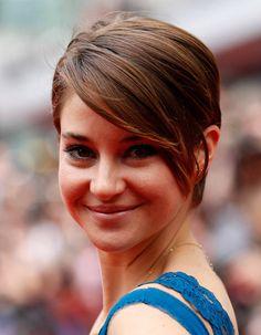 Une mèche XXL asymétrique - Cheveux courts sur tapis rouge : Shailene Woodley a…