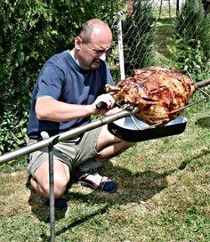 Grilování kýty je dnes moderní i přesto, že právě maso z kýty je velmi suché a vyžaduje pracnější přípravu, aby nám u ohně chutnalo. Bez napíchání (naložení) a prošpikování kýtu raději ani negrilujte, budete zklamaní, pak dejte přednost kuřeti a nebo vepřovému špízu. Jestli se ale pustíte do naložení kýty a důkladně ji prošpikujete slaninou, popřípadě kořenovou zeleninou, vaše mlsné jazýčky skvěle ukojíte. Turkey, Meat, Food, Peru, Beef, Meal, Essen, Hoods, Meals