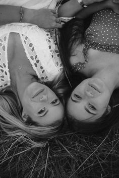 Best Poses For Pictures, Sister Pictures, Cute Friend Pictures, Friend Photos, Best Friend Session, Best Friends Shoot, Best Friend Poses, Friendship Photoshoot, Friend Poses Photography