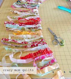 crazy mom quilts: how to crochet a rag rug with fabric yarn – Braided Rugs Diy Crochet Rug Patterns, Crochet Fabric, Fabric Yarn, Rug Yarn, Crochet Rugs, Fabric Crafts, Free Crochet, Rag Rug Diy, Diy Rugs