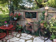 Garden whimsy in illinois gardens садовые идеи, садоводство, Garden Whimsy, Garden Junk, Diy Garden, Garden Cottage, Garden Projects, Garden Art, Rustic Gardens, Unique Gardens, Fine Gardening