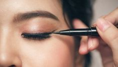 Best Makeup Tutorials And Beauty Tips From The Web | Makeup Tutorials Dramatic Eyeliner, Smudged Eyeliner, Perfect Eyeliner, Best Eyeliner, Eyeliner Looks, How To Apply Eyeliner, Silver Eyeliner, Pink Eyeliner, Simple Eyeliner
