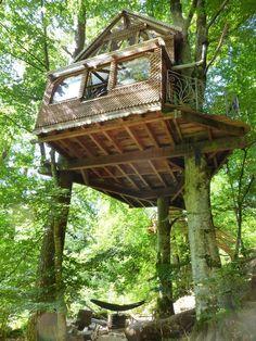 cabane dans les arbres, dans le respect de la nature, au cur du Parc Naturel de Millevaches en Limousin.
